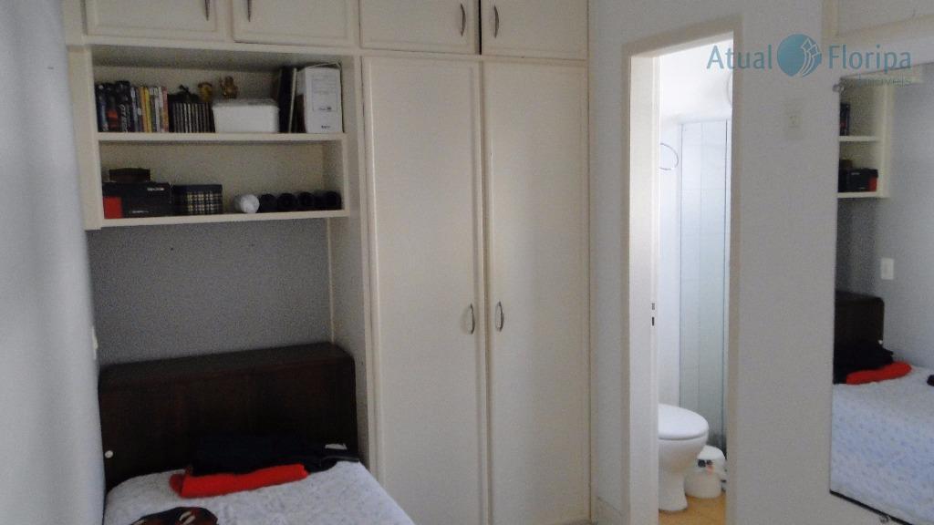 linda casa em ótima localização, 4 dormitórios sendo 2 suítes.copa e cozinha em gesso rebaixado, bem...