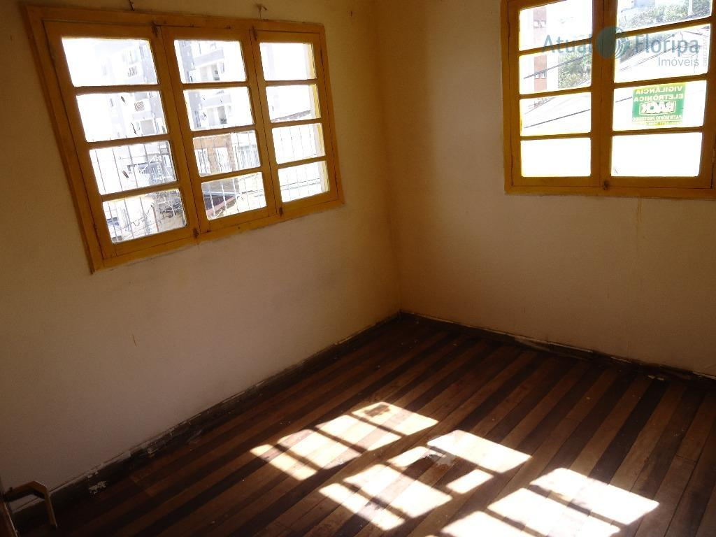 localizada próximo da praça governador celso ramos. terreno com viabilidade multifamiliar. casa 3 dormitórios, sala e...