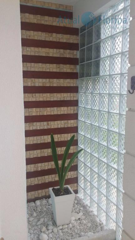 linda casa 2 piso no bairro carianos, próximo do aeroporto.com 3 dormitórios sendo 1 suite, bairro...