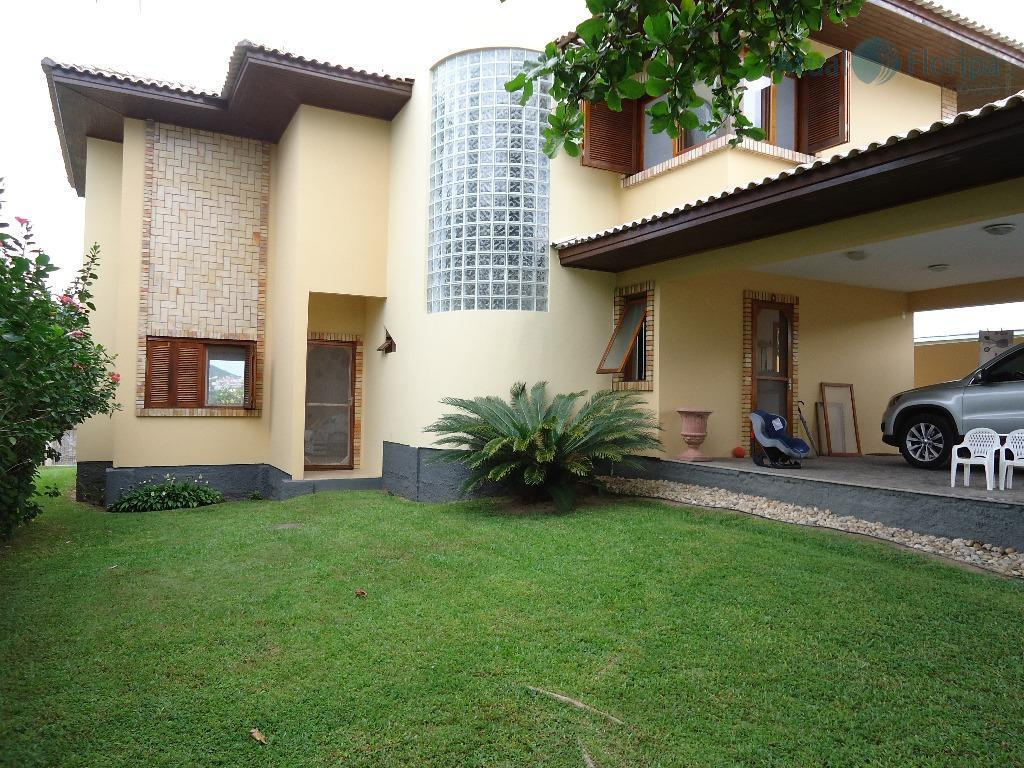 excelente casa a poucos metros da paradisíaca praia do santinho! com 3 dormitórios (1 suíte), ampla...