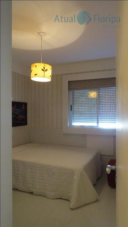 lindo apartamento mobiliado no parque são jorge.apartamento era originalmente de três dormitórios. atualmente conta com 2...