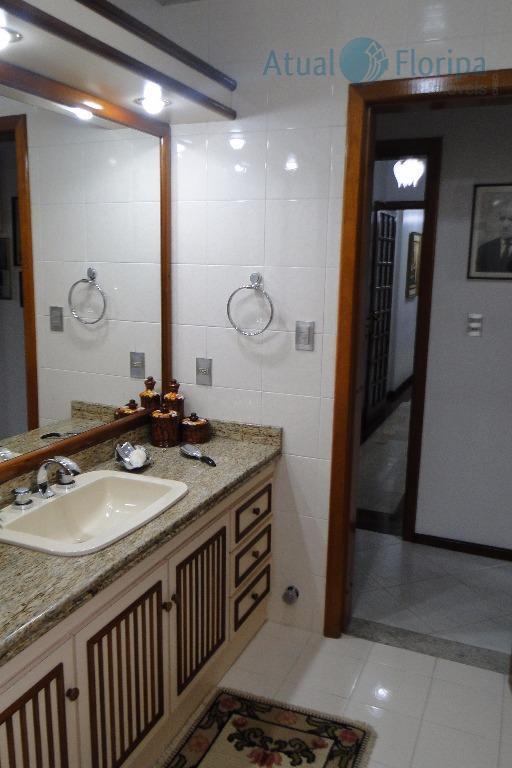 beira mar! ótimo e amplo apartamento com 3 dormitórios, sendo 3 suítes, home office com banheiro...