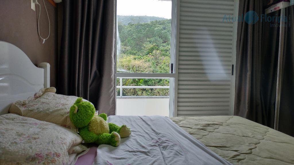 apto em área tranquila, arborizada, condomínio com portaria 24 h, elevador, 2 dormitórios sendo 1 com...
