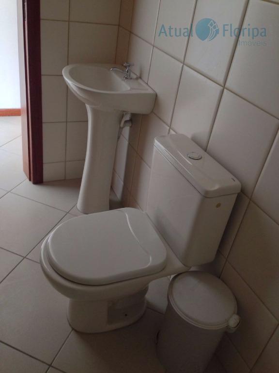 o seu escritório muito bem localizado! ótima sala comercial com lavabo, piso cerâmico, ponto de água...
