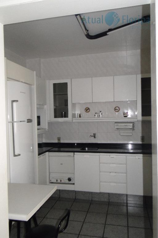 imóvel localizado no coração de floripa!apartamento todo mobiliado em ótimo estado de conservação, com 2 dormitórios,...