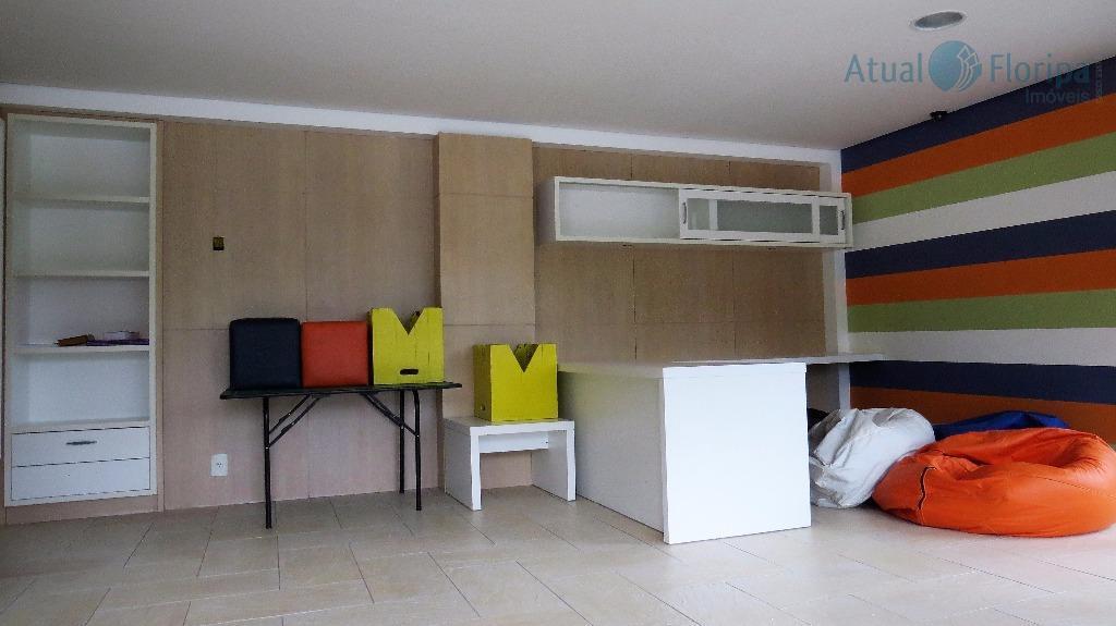 excelente apartamento no parque são jorge.conta com 4 dormitórios, sendo uma suíte, banheiro de empregada, uma...