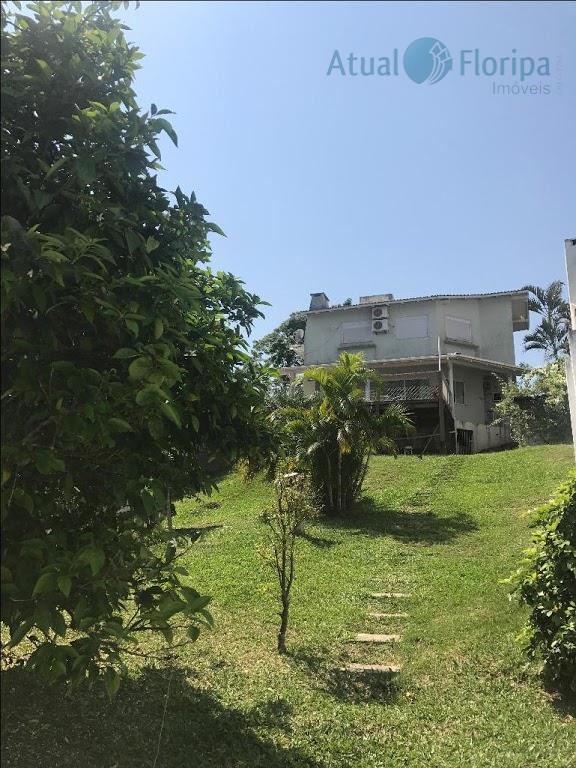morar em uma casa com vista deslumbrante, próximo ao centro da cidade e com um terreno...