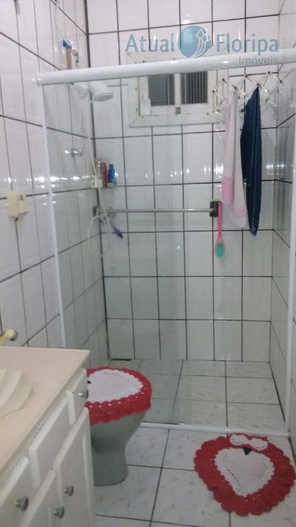 ótima casa com 5 dormitórios, sendo uma suíte, salão de festas, 3 banheiros. o proprietário aceita...