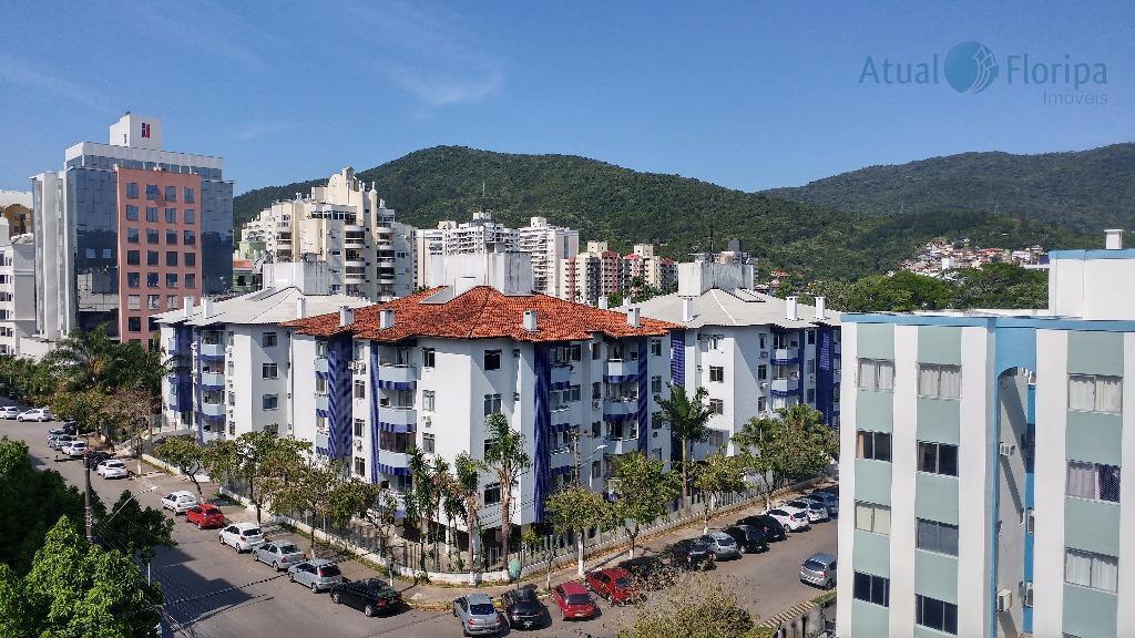 ótimo apartamento em região muito charmosa do itacorubi, local calmo e silencioso. o imóvel conta com...