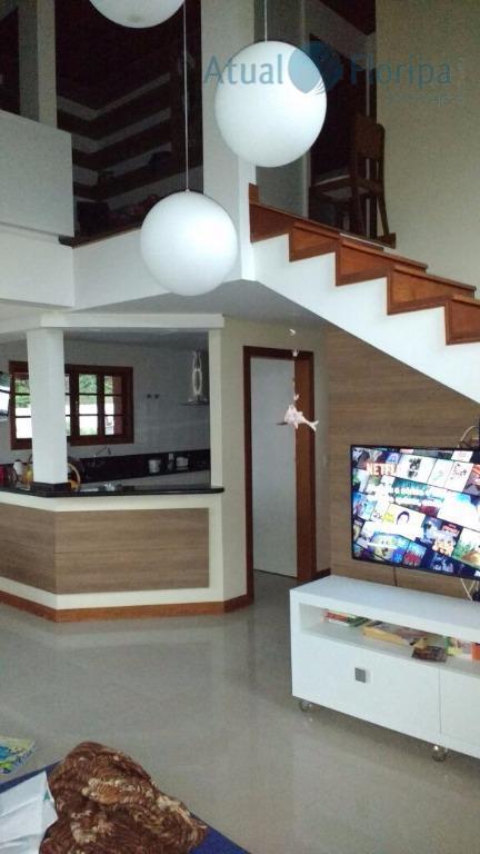 linda casa de 2 piso na praia do campeche,no 2 piso 1 suite ,1 quarto simples...