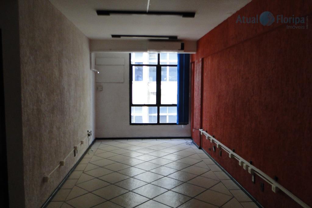 sala comercial em excelente localização, no centro de florianópolis. a sala fica no 3o andar, com...