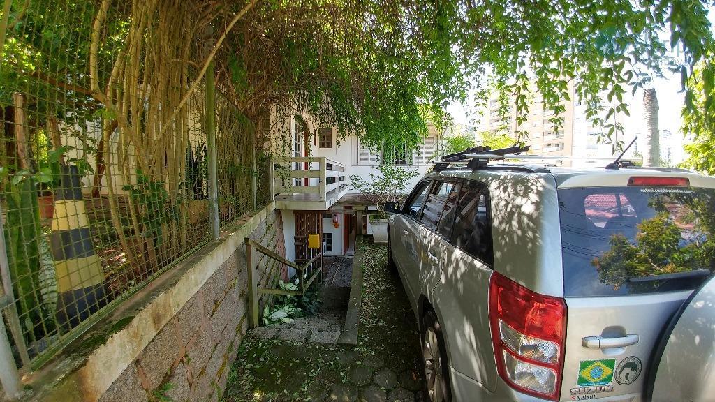 excelente imóvel com salas para escritório! imóvel próximo à udesc, em rua tranquila e ao mesmo...