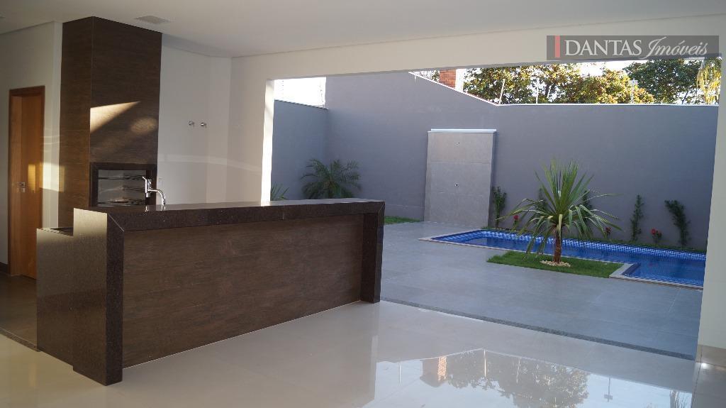 casa ímpar, fino acabamento, excelente localização, ótimo projeto, sendo uma suíte master, mais duas suítes, sala...