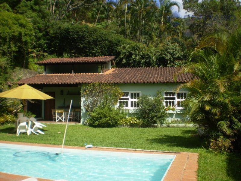 Linda residência em Itaipava, Petrópolis.