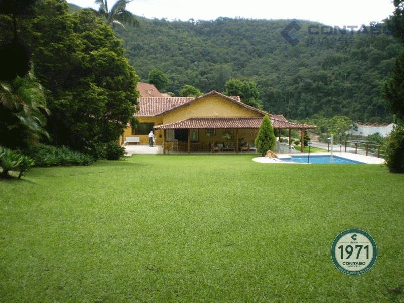 Belíssima residência à venda, Nogueira, Petrópolis.