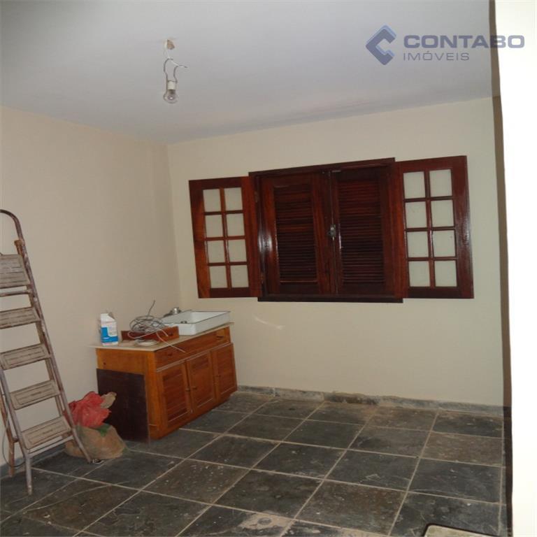 propriedade com 02 casas. primeira composta por 03 quartos, sala, varanda, banheiro, cozinha, área de serviço...