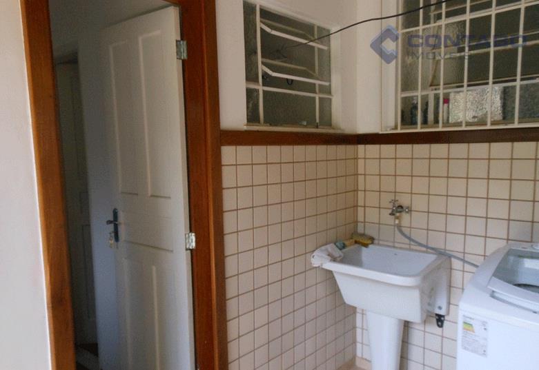 excelente casa a cinco minutos do centro de itaipava, composta por 03 quartos sendo 01 suíte,...