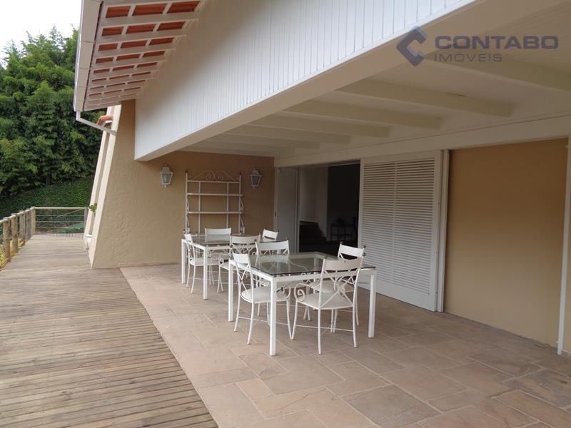belíssima casa com 500m² de área construída, composta por 04 quartos, sendo 01 suíte com closet,...
