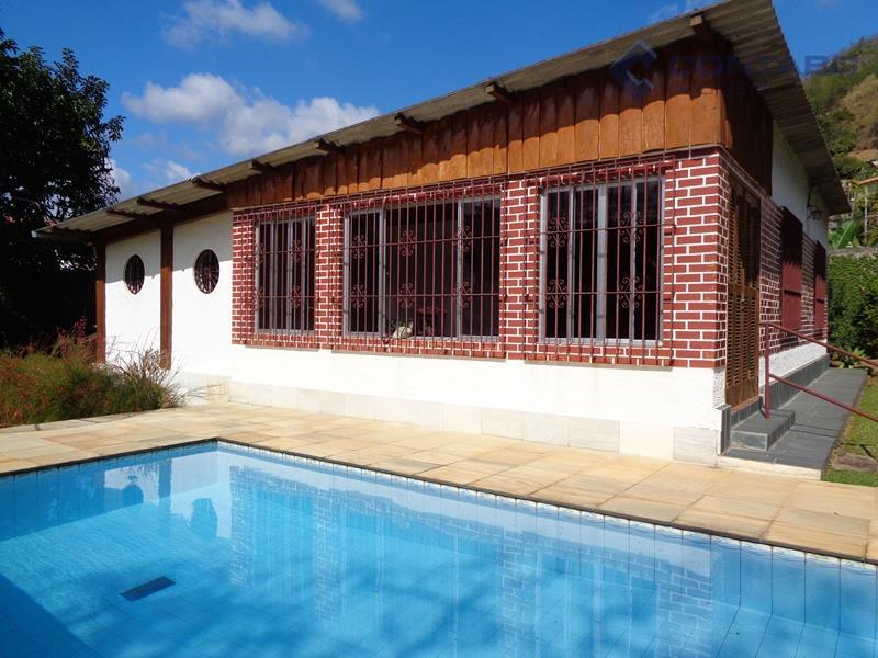 Casa no centro de Itaipava - Fácil acesso pela BR040