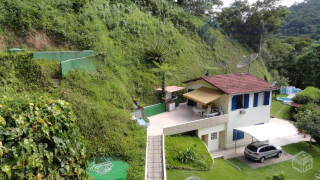 Charmosa casa em condomínio - Correas