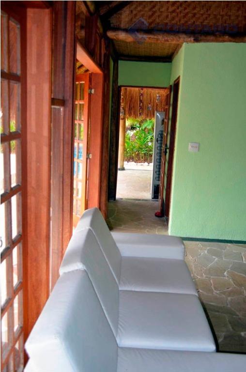 condomínio fechado com portaria 24 hs.- bangalô com cobertura de sapê, cozinha com churrasqueira, balcão, fogão...