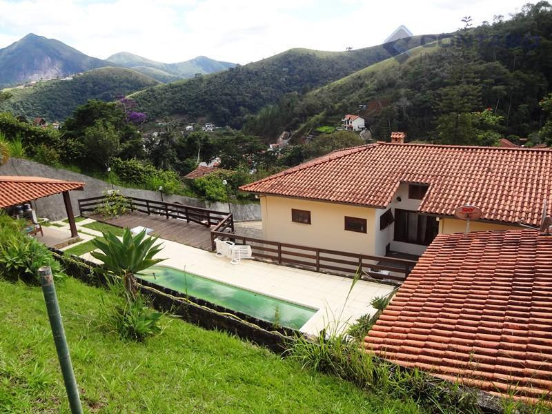 excelente propriedade a localizada no jardim americano, local tranquilo e aconchegante. casa com dois pavimentos, 04...