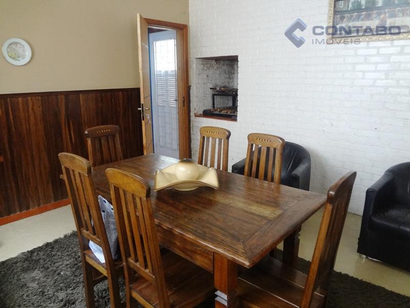 composta de 04 quartos sendo 01 suíte, sala de estar, sala de jantar com churrasqueira, sala...