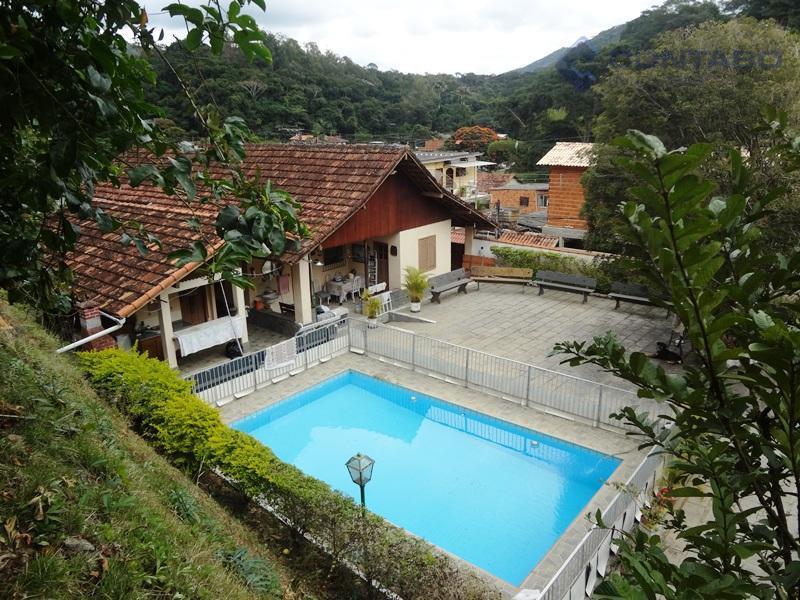 composta de 03 quartos, ampla sala, cozinha, banheiro, varandão, ótimo quintal todo pavimentado.área de serviço, sauna,...