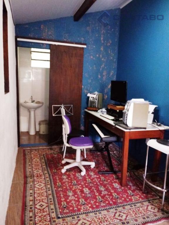 03 quartos sendo 01 suíte, cozinha americana, sala com lareira, mezanino, banheiro social,área de serviço. suíte...