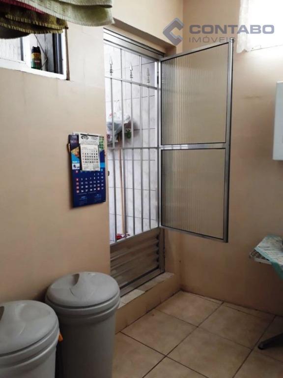 03 quartos, 02 banheiros, sala, cozinha, área de serviço. ônibus na porta, ótimo comércio em volta....
