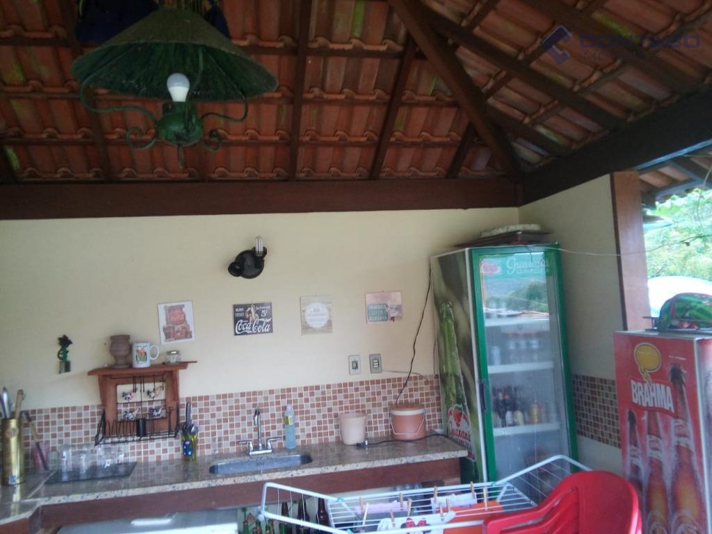 04 quartos sendo 02 suítes, 02 salas sendo uma de tv com lareira, cozinha, banheiro social,...