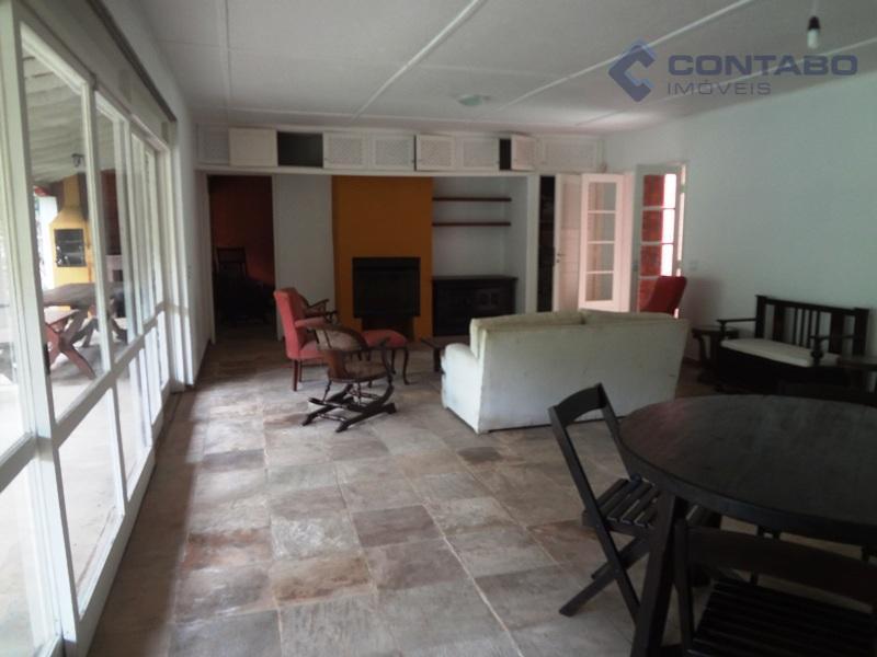 casa composta de 03 quartos sendo 02 suites 01 master, amplo salão com lareira, cozinha integrada,...