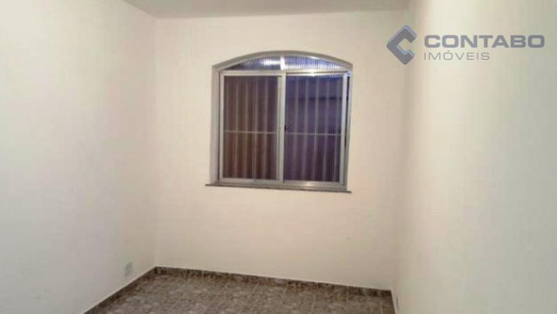 01 quarto, sala, corredor, cozinha com divisão (tanque), banheiro. próximo ao centro do bairro e a...