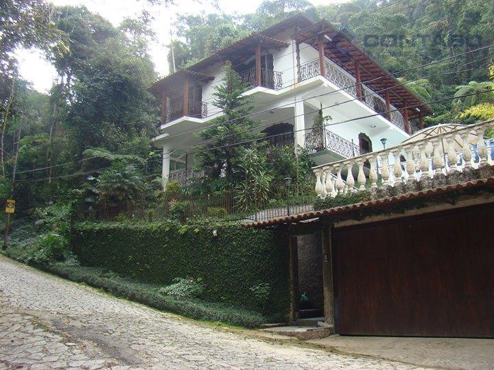 casa de 02 andares, composta de 04 quartos, 03 banheiros, sala, cozinha, garagem para 02 carros,...
