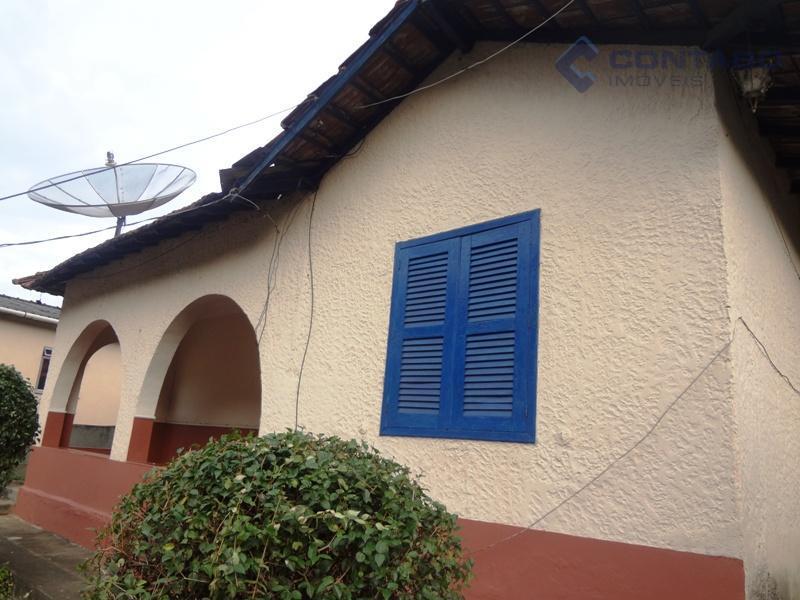 composta de 03 quartos, sala, cozinha, banheiro, varanda, área de serviço, ótimo quintal acimentado. espaço para...