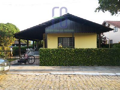 Casa no centro de Penha, amplo terreno