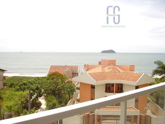 1 suíte + 2 dormitórios e amplo living com vista para o mar