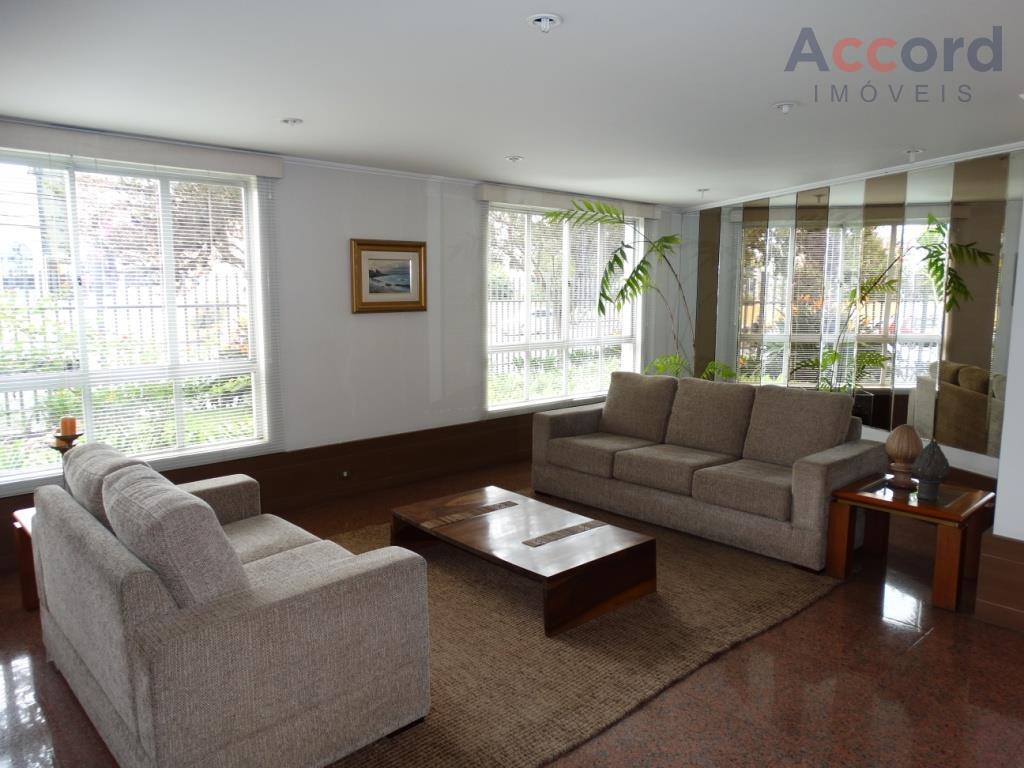 Maravilhoso apartamento, no coração do Batel, andar alto, face norte, sala de estar, sala de jantar, sacada, 3 suítes, 2 vagas