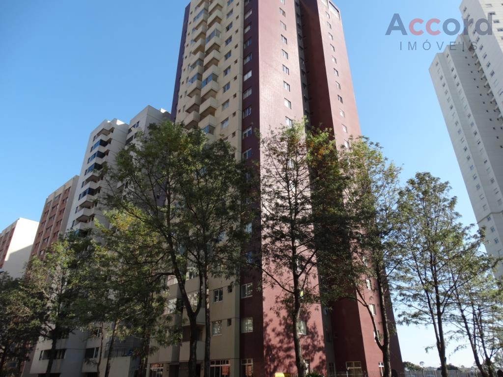 Ótimo apto 2 quartos, 1 suíte com closet, no Cristo Rei, Curitiba.