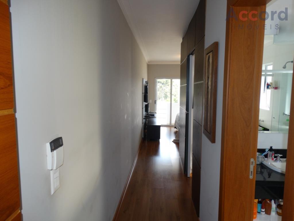 casa maravilhosa, em condomínio fechado de altíssimo padrão, sala de estar com lareira, sala de jantar,...