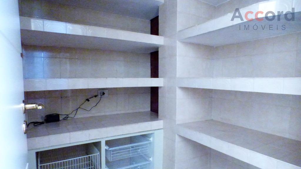 construída com esmero em materiais nobres, foi renovada em 2011 com acabamentos em mármore, granito e...