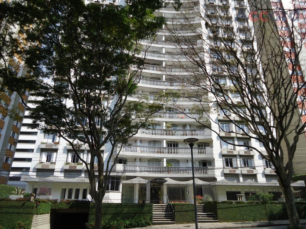 Ótimo apartamento, com 4 quartos, 1 suíte no Bigorrilho.