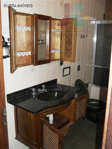 casa com localização privilegiada, possui 3 dormitórios, sendo 2 suítes, sala de estar, sala de jantar,...