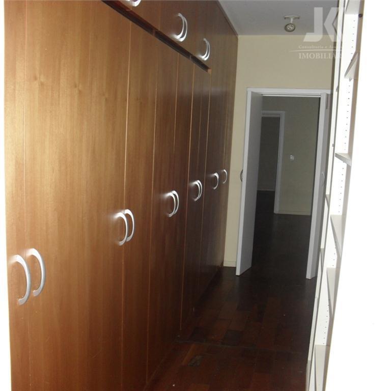 3 suites, sala estar, de jantar, sala de tv, cozinha, copa, avarandada, edicula, capela, piscina, campo...