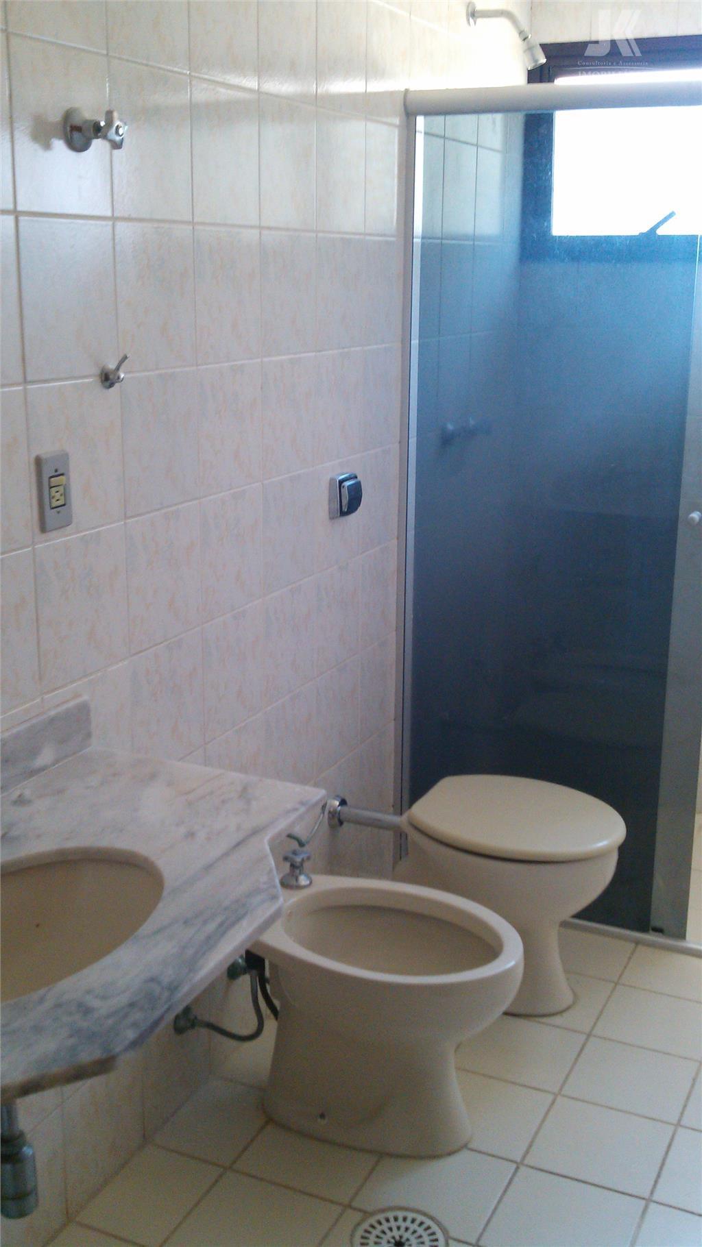 3 dorm (1 suite), sala grande, cozinha, wc social, lavanderia + despensa, 2 vagas garagem coberta,...