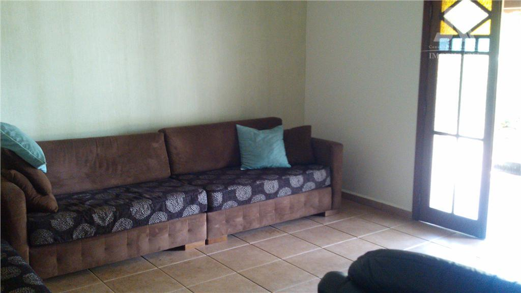 linda casa, em excelente localização, piso superior, c/ 4 dormitórios, 2 banheiros e sacada,corredor tipo mesanino,...