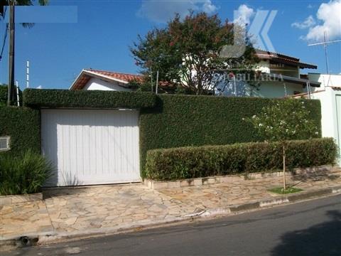 excelente casa, com 3 dormitórios, sendo 1 suite, sala ampla, cozinha com móveis planejados, toda jardinada...