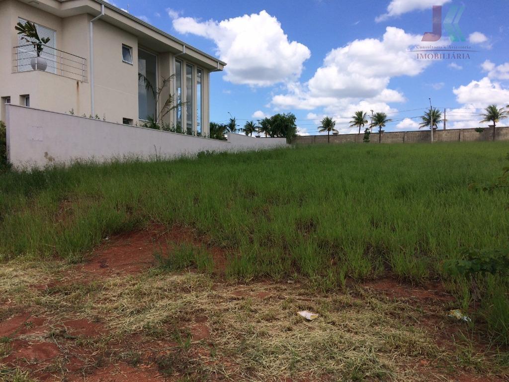 Terreno residencial à venda em condomínio de alto padrão