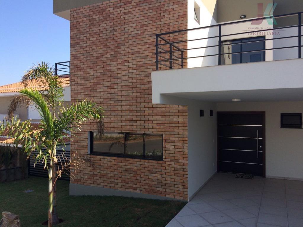 belíssima casa em condomínio fechado em campinas ! estrategicamente posicionada com deck e vista permanente, energia...
