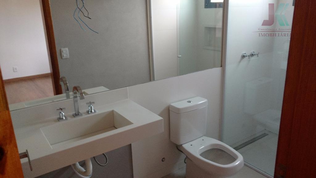 maravilhosa residencia, acabamento de muito bom gosto, localizada no condomínio paulista, no centro da cidade, com...